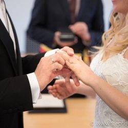 De ringen aanschuiven op je huwelijk
