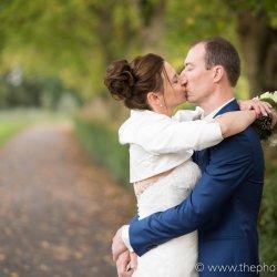 Een prachtige huwelijksfoto in het park