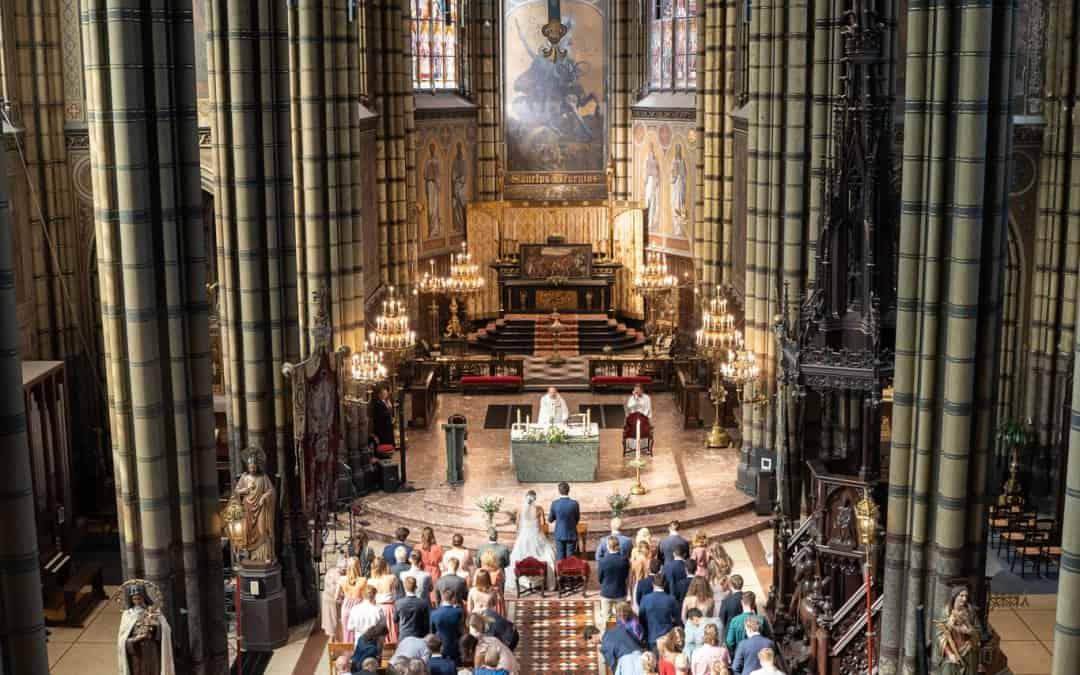 Een foto van je huwelijk in de kerk