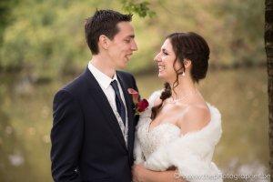 Gelukkige gezichten bij het nemen van de huwelijksfoto's