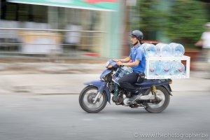 Met de brommer door de straten van Vietnam